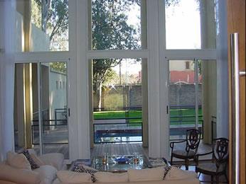 Interior con doble abertura